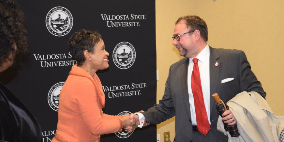 Glenda Hatchett gives inspiring words Thomas-Pierce Scholarship Dinner