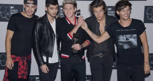 Liam Payne, Zayn Malik, Niall Horan, Harry Styles and Louis Tomlinson of One Direction celebrate their VMA for Song of the summer at the 2013 MTV Video Music Awards at The Barclay Center in New York City, NY, Sunday, August 25, 2013. (Lionel Hahn/Abaca Press/MCT)