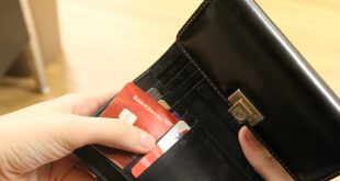 Some students use credit cards too often.  (Photo Credit: Julia Rodriguez/THE SPECTATOR)